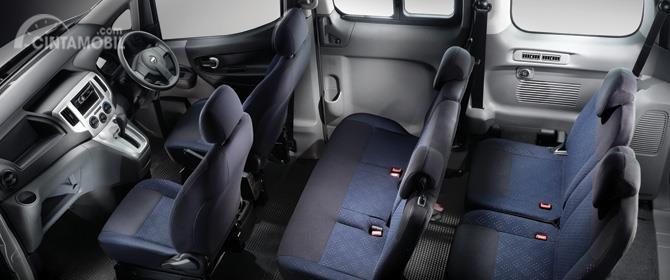 Kursi Nissan Evalia 2012 sudah dilengkapi dengan sandaran kepala