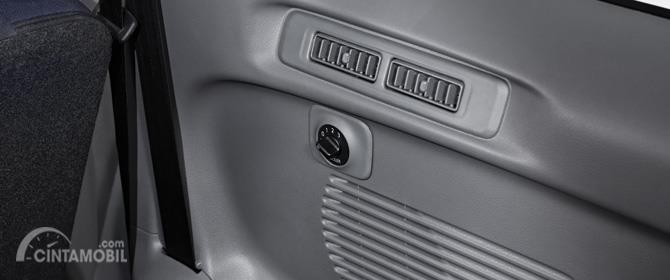 Rear Air Circulation Nissan Evalia 2012 memberikan suasana sejuk yang merata hingga di seluruh kabin