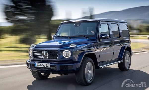 tampilan depan Mercedes-Benz G-Class 2019 berwarna biru
