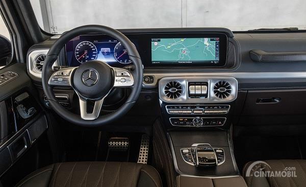 kemudi Mercedes-Benz G-Class 2019 berwarna krom dan hitam