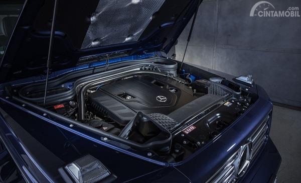 mesin dari Mercedes-Benz G-Class 2019 berwarna biru