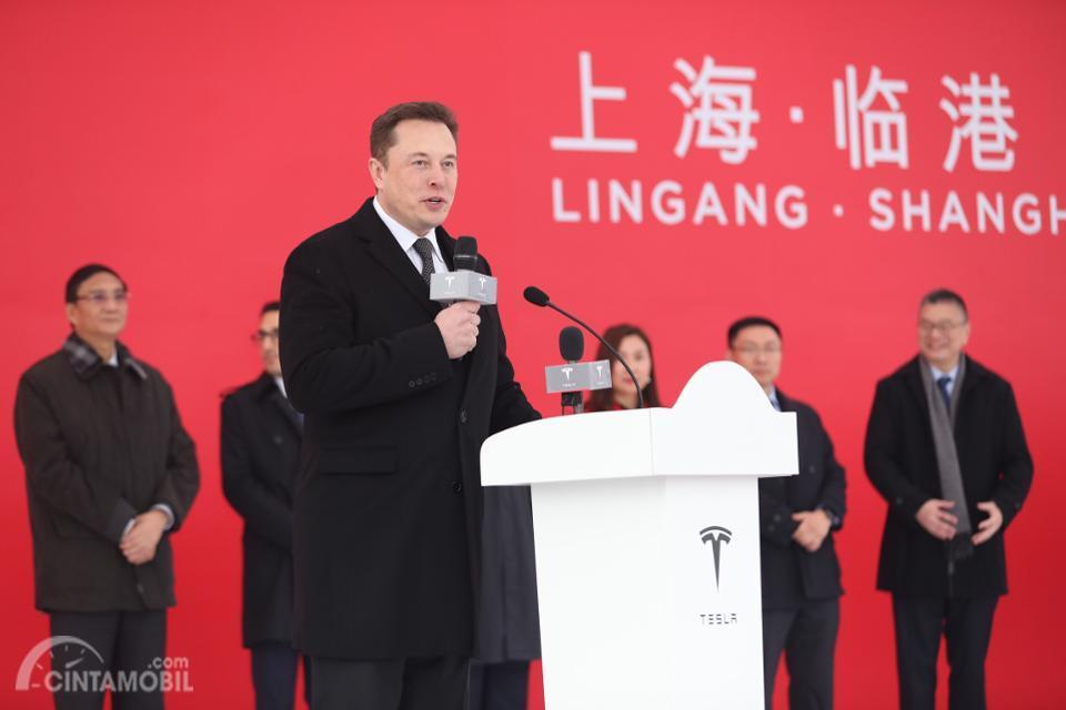 Elon Musk menghadiri pembukaan Gigafactory 3 di Cina