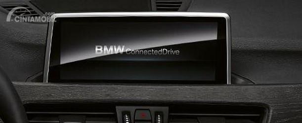 Gambar menunjukkan fitur iDrive BMW X1 sDrive18i Dynamic Line 2018