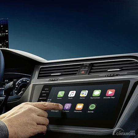 Fitur Hiburan Volkswagen Tiguan Allspace 2019 hadirkan panel Head Unit mumpuni
