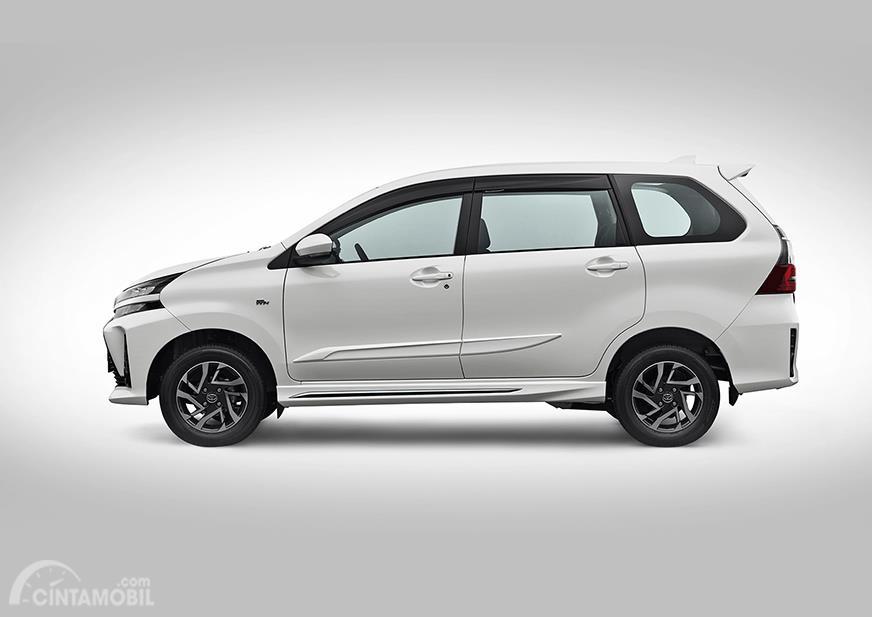 Toyota Avanza Veloz 1.5 Liter 2019 diberikan tambahan aksesoris menarik khususnya pada bodi samping dan belakang