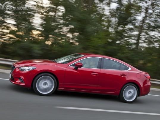 Salah satu sedan Mazda dengan fitur Auto Start Stop