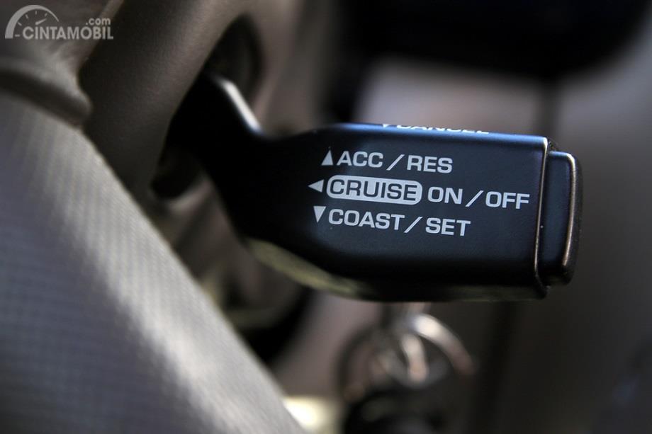 Mengapa Anda Harus Non-Aktifkan Cruise Control ketika Berkendara di Jalan Basah?