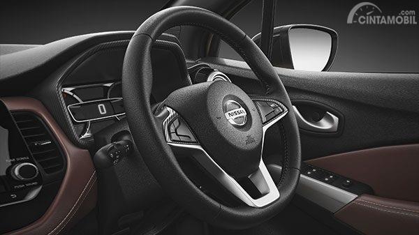 Setir Nissan Kicks 2019 menggunakan model tiga palang dengan tampilan mewah