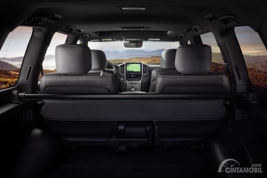Dashboard Toyota Land Cruiser Heritage Edition 2019 menyuguhkan berbagai hal menarik dan menghibur