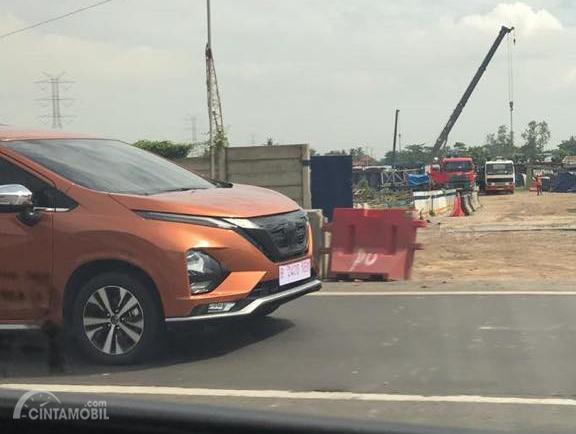 Tampak All New Nissan Livina 2019 berwarna orange