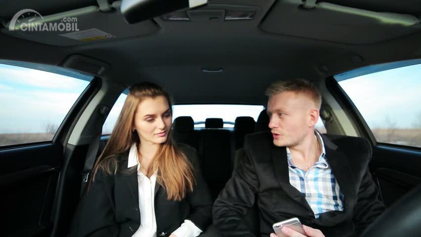Berbicara dalam mobil bersama wanita harus menjaga akan topik apa yang hendak dibahas