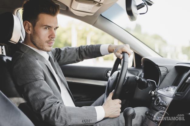 Berkendara percaya diri menjadi salah satu penting yang diamati oleh seorang wanita