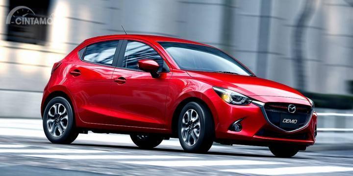 Mazda2 cenderung lebih minimalis dibanding kompetitor sekelasnya