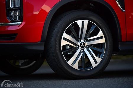 Gambar menunjukkan desain Aerodynamic Alloy Wheel Mitsubishi Outlander Sport 2019