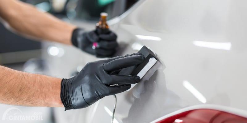 Cara kerja Coating mobil terbilang cukup sederhana namun tetap harus dilakukan oleh profesional