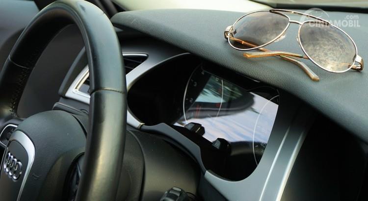 Kacamata juga bisa menjadi sumber bahaya dalam mobil