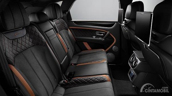 interior Bentley Bentayga Speed berwarna hitam