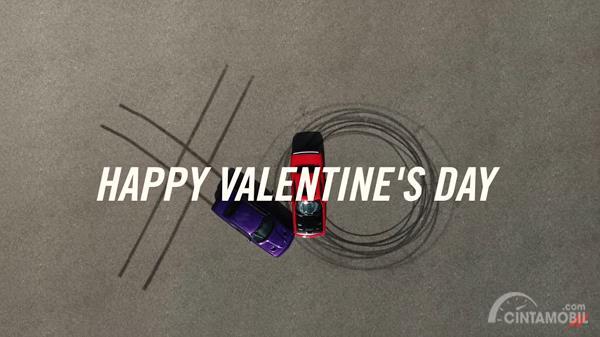 Lanjutkan Tradisi Hari Valentine, Dodge Challenger SRT Hellcat 'Ciuman' dalam Video Baru