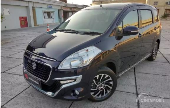 tampilan depan Suzuki Ertiga Dreza 2016 berwarna hitam