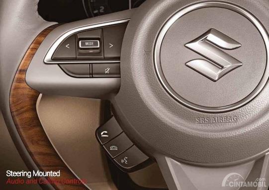 Setir Suzuki Ertiga 2019 dilengkapi tombol pengaturan audio yang tersambung langsung dengan panel Head Unit-nya