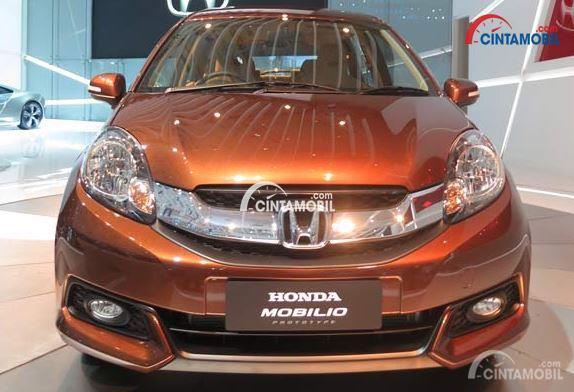 Honda Mobilio 2016 generasi pertama masih menggunakan lampu bulat