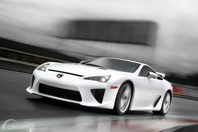 Lexus LFA 2011 berwarna putih