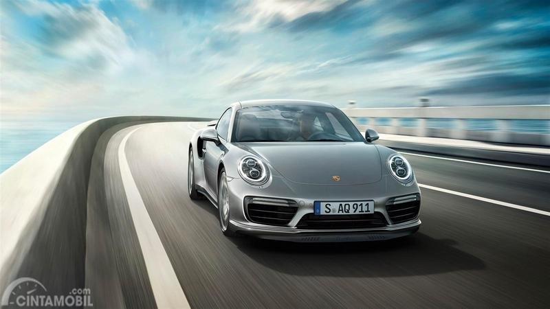 Porsche Turbo S berwarna putih