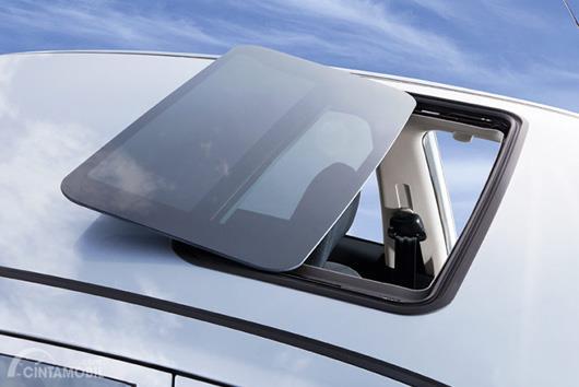 Sunroof menggunakan model mirip ventilasi pada bus kota