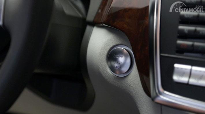 fungsi keyless-go pada kemudi Mercedes-Benz GLC 2019