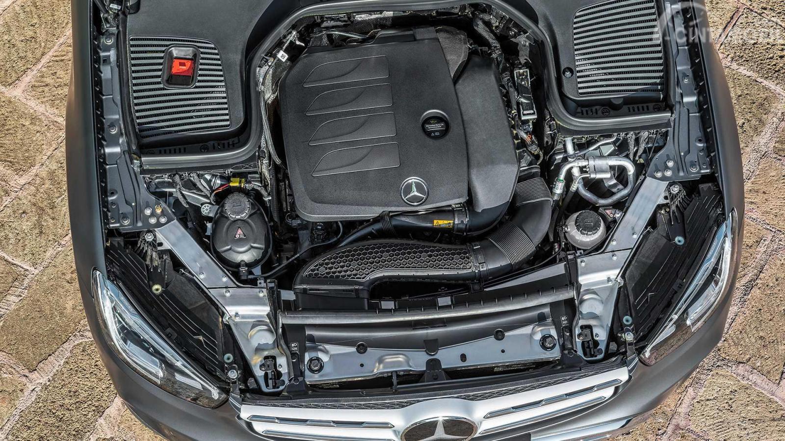 mesin Mercedes-Benz GLC 2019 berwarna hitam