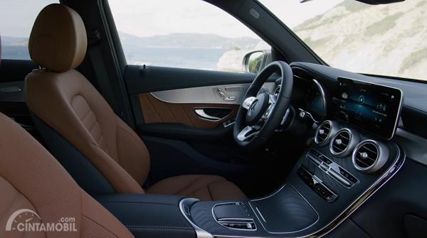 kursi Mercedes-Benz GLC 2019 berwarna cokelat