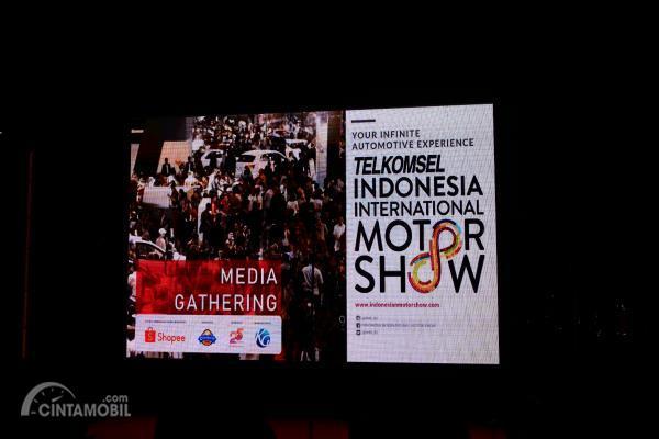 Gambar menujukkan Telkomsel sebagai titling sponsor di acara terbesar di dunia otomotif yaitu IIMS 2019