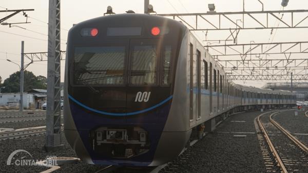 Dilema Baru di Ibu Kota: Naik Mobil atau MRT Jakarta?