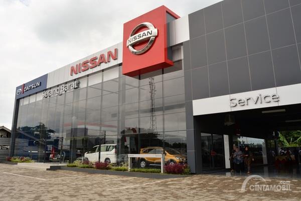 Dealer baru Nissan difoto dari luar ruangan