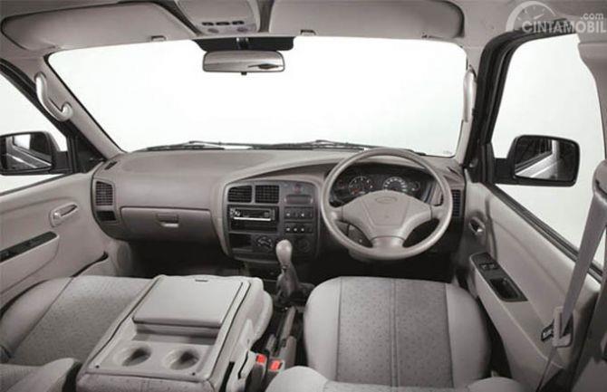 Dashboard KIA Pregio 2008 didesain dengan tampilan biasa saja