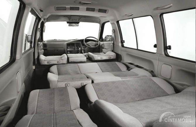 Fitur KIA Pregio 2008 terbilang istimewa dengan mode kursi tiduran yang semakin menyamankan penumpang