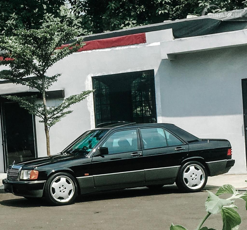 Review Mercedes-Benz 190E 2.0 1984: Desain bagian samping