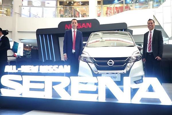 Peluncuran All New Nissan Serena berwarna putih di Palembang