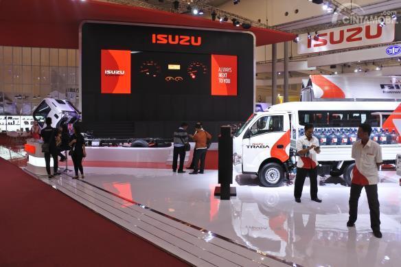 Booth Isuzu di pameran otomotif