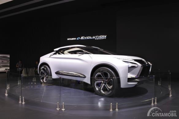 Mitsubishi e-Evolution Concept berwarna putih