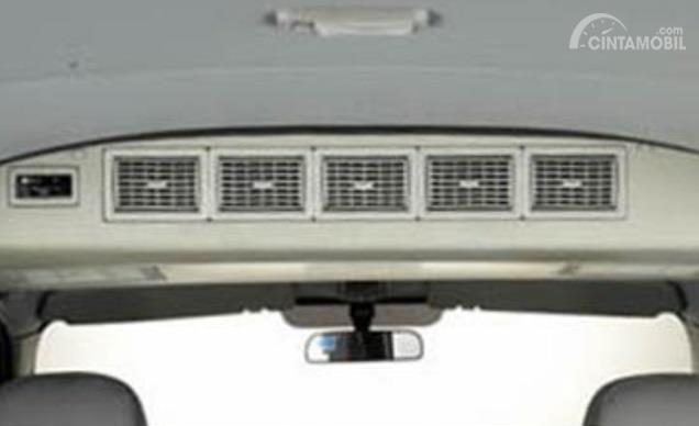 Fitur KIA Travello 2006 dikemas apik dengan Power Steering, 3 AC Blower dan panel audio