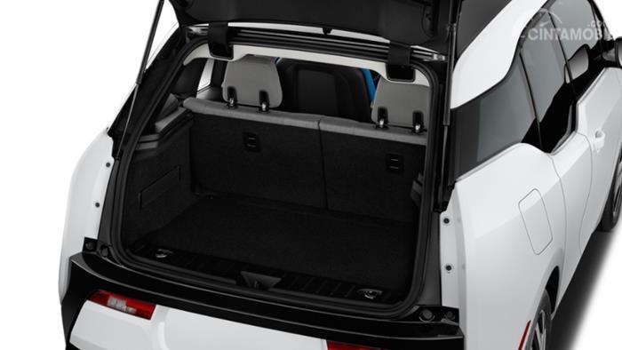 Gambar menunjukkan desain bagian Bagasi mobil BMW i3 2019