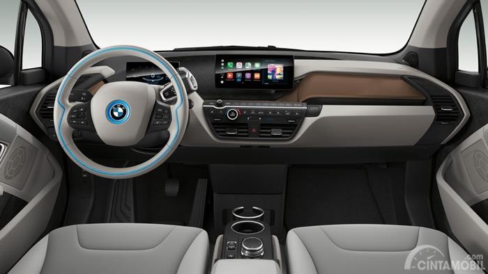 Dashboar BMW i3 2019 berwarna putih terang
