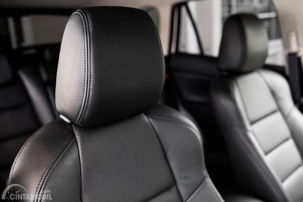 Ini Fungsi Headrest Jok Mobil yang Belum Anda Ketahui