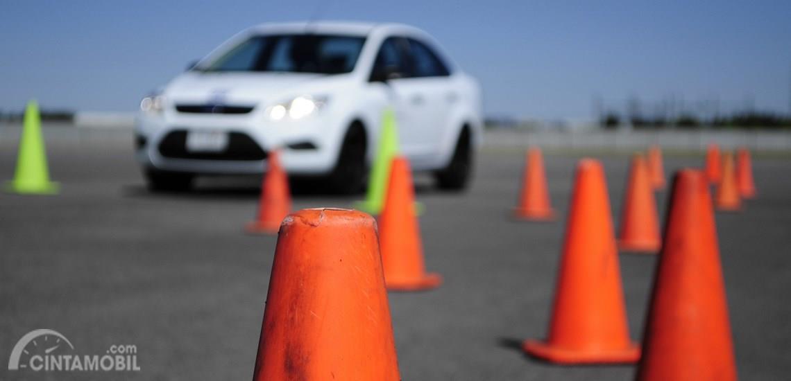 Tidak hanya kemampuan tapi juga teknik seperti defensive dan safety driving diajarkan