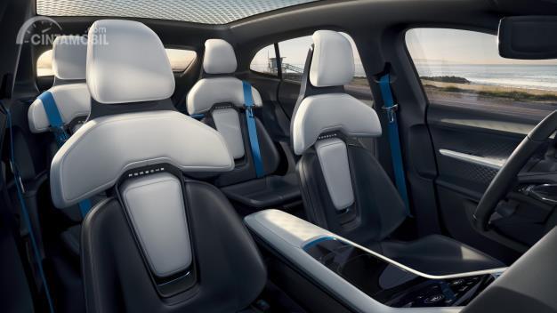 Penampakan interior Porsche Taycan Cross Turismo