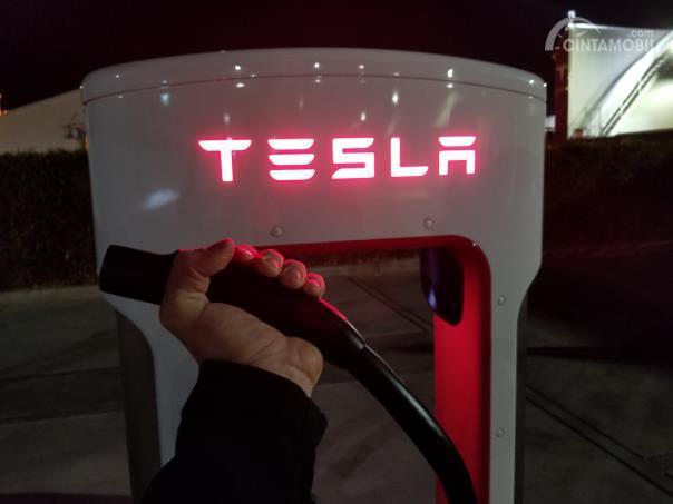 Perangkat pengisian baterai Supercharger V3