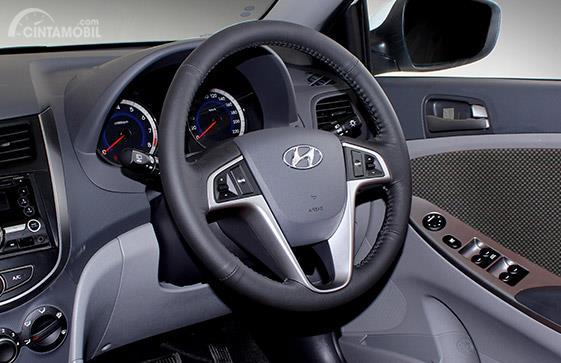 Setir Hyundai Grand Avega 2011 menggunakan model tiga palang
