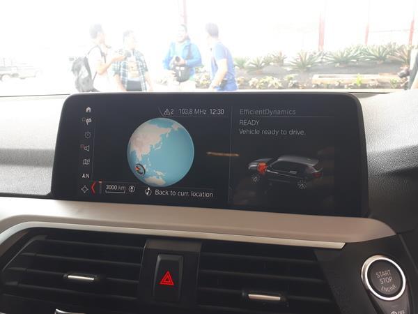 Gambar menunjukkan Screen mobil BMW X3 sDrive20i 2019