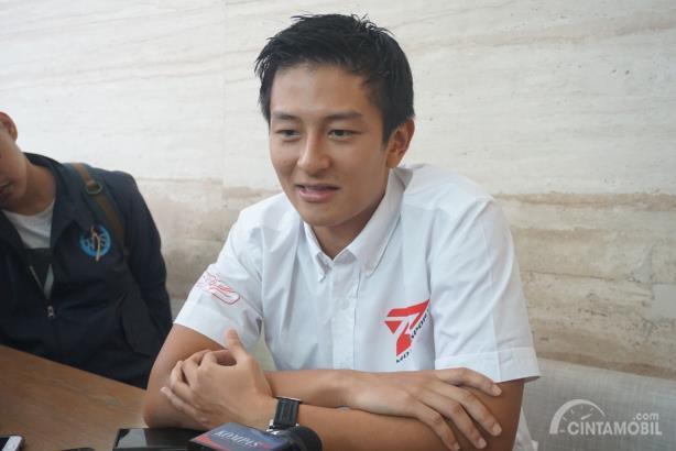 Rio Haryanto menjawab pertanyaan media setelah konferensi pers T2 Motorsports